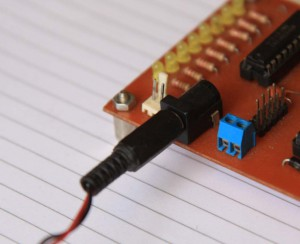Konektor DC PCB di pinggir PCB