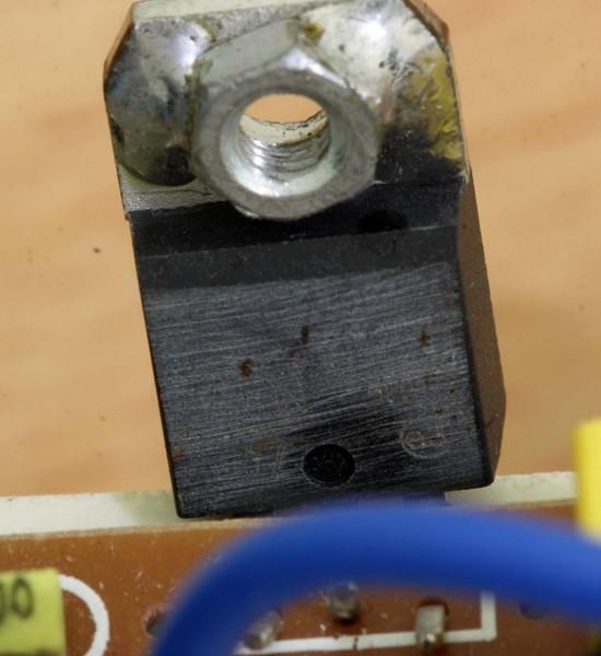 Transistor daya