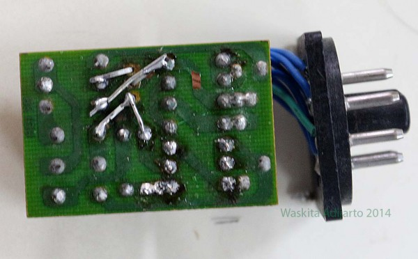 Bagian bawah rangkaian motor controller