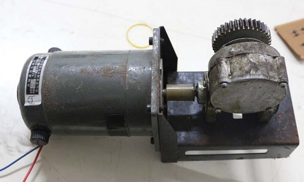 Motor DC dengan reduction gear