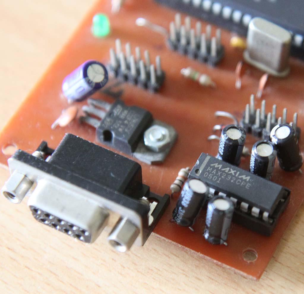 Konektor serial DB9 female dan MAX232