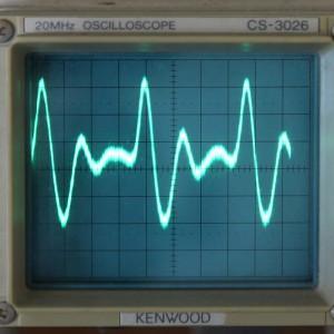 Pengukuran sinyal dari sensor detak jantung dengan osiloskop