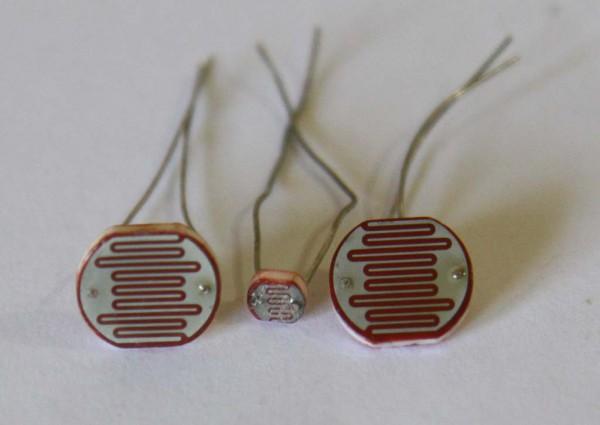 LDR (light dependet resistor) sebagai sensor cahaya