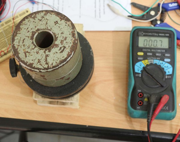 Menguji load cell dengan beban