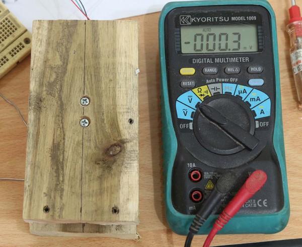 Load cell tanpa beban dengan dudukan kayu