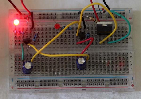 Rangkaian astable multivibrator