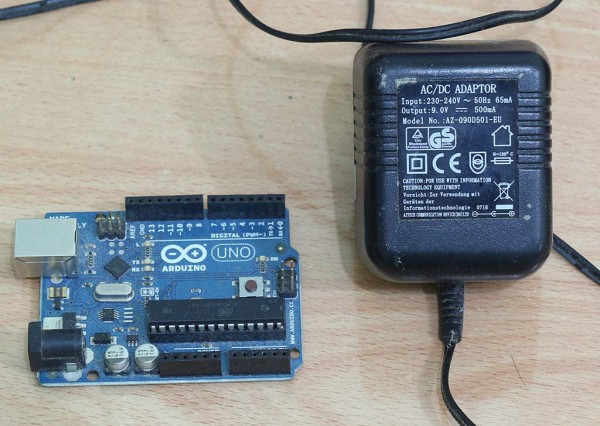 Arduino UNO dan power supply adaptor 9 volt