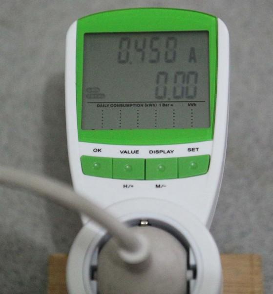 Energy meter TS-838 sedang mengukur arus