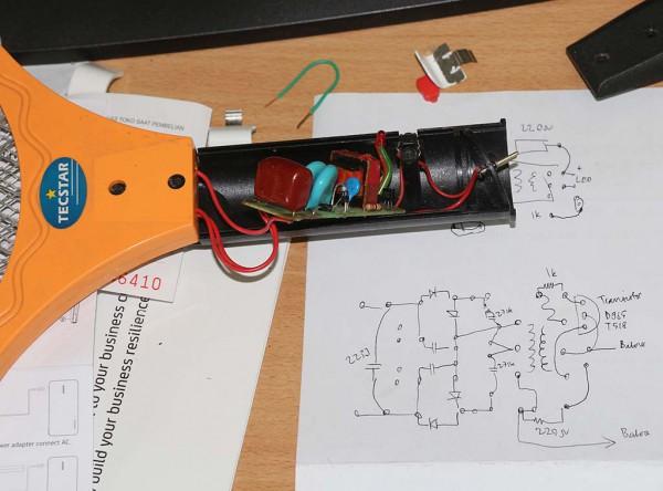 Raket nyamuk Tecstar: batere dan charger