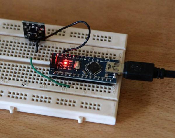 Arduino Nano yang dihubungkan ke sebuah switch push button