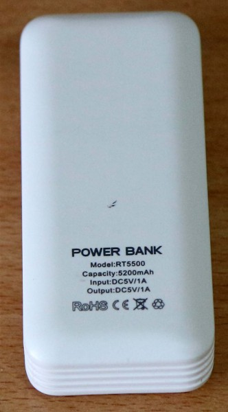 Penampakan belakang powerbank RT5500