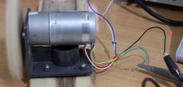 Sambungan motor dengan power dan probe osiloskop