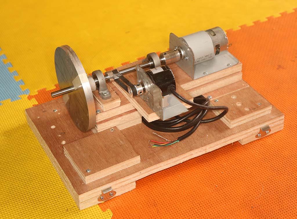 Kit Kendali Motor Digital dalam keadaan terbuka