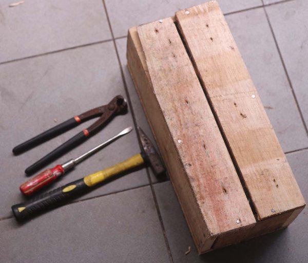 Kotak Mikrotik RB2011 siap dibuka dengan kekerasan