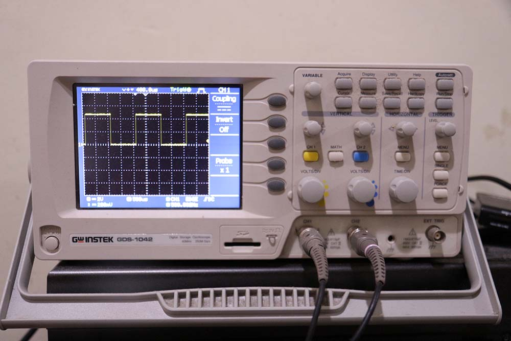 Frequency measurement with GDS oscilloscope 1042
