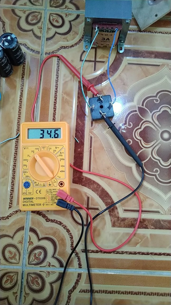 Power supply circuit with transformer and diode bridge