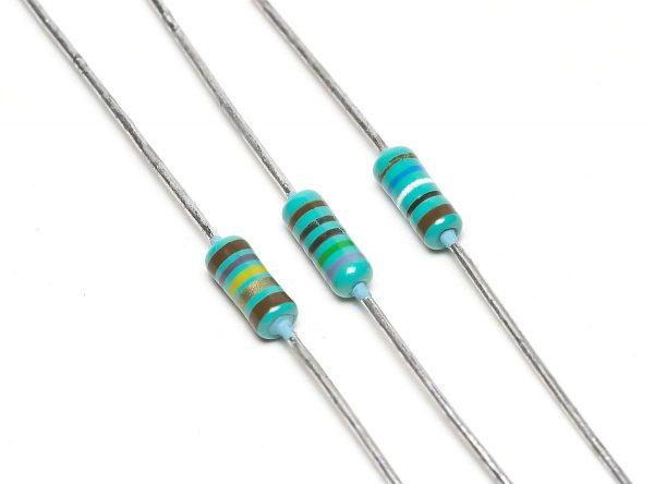 3 buah Resistor karbon