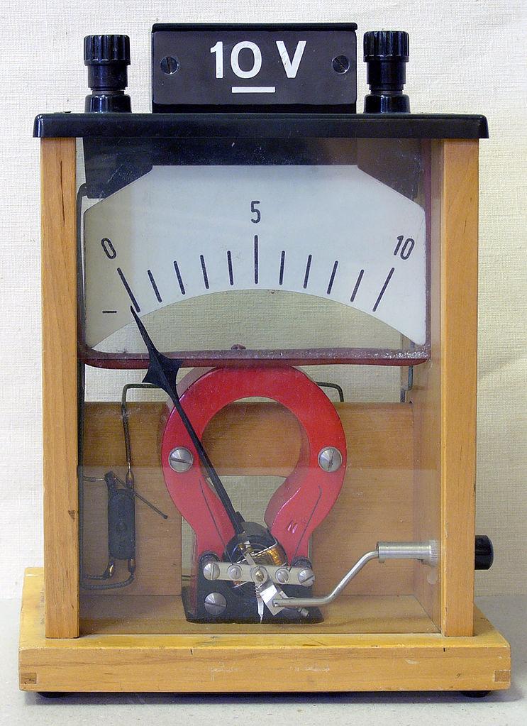 Voltmeter versi awal untuk mengukur tegangan