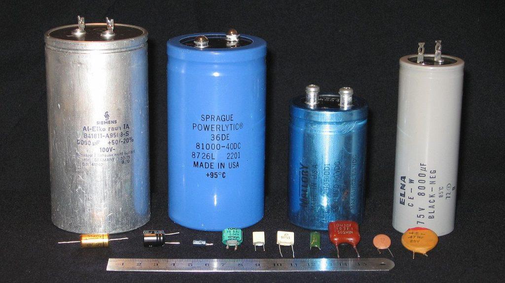 Perbedaan antara voltase dan kapasitas