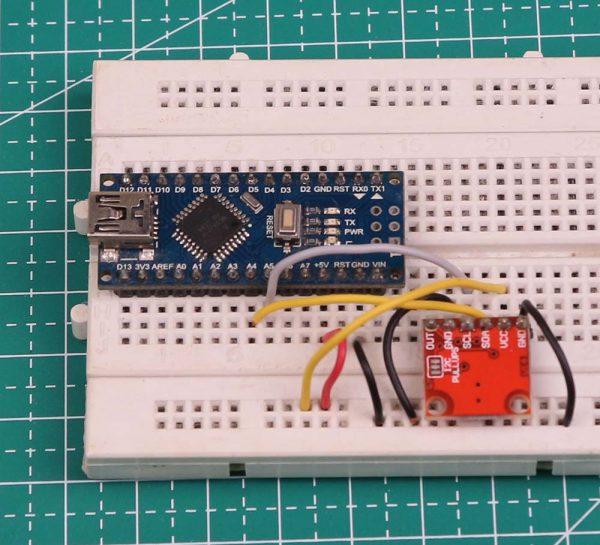 Rangkaian Arduino Nano dan MCP4725 di breadboard