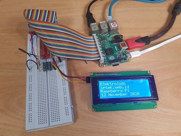 Raspberry Pi 2 dengan LCD 20x4 di breadboard dengan kabel cobbler