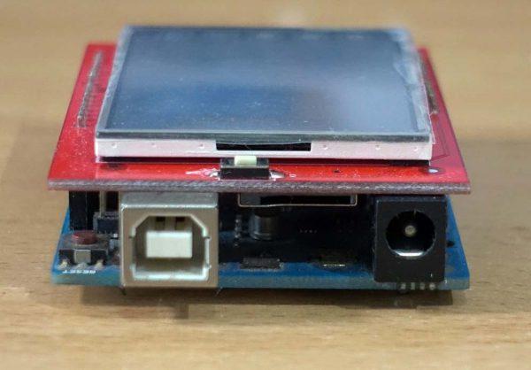 Konektor USB dan power pada Arduino UNO