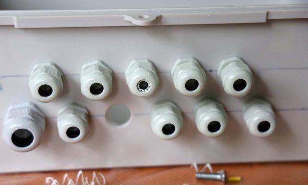 Penampakan cable gland di bagian luar box