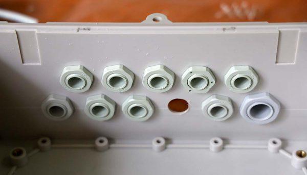 Penampakan cable gland di bagian dalam box