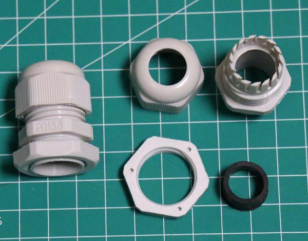 Cable gland ukuran PG 13.5