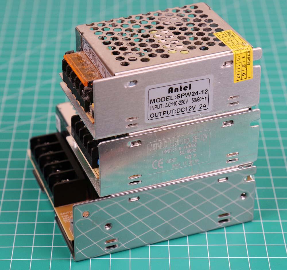 Perbandingan power supply omron 12 volt