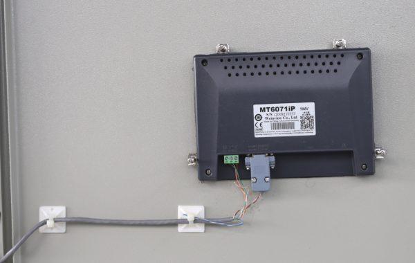 Tie mount untuk kabel di panel